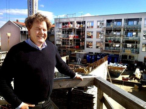 UØKONOMISK: Arne Christian Skards uttalelse om at det er uøkonomisk å bygge ti etasjer, har blitt lagt merke til av Høyre-politiker Harald Rønneberg.
