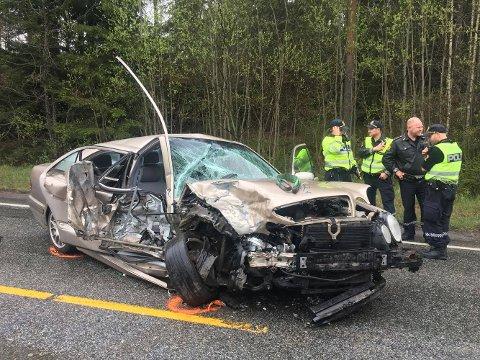 Kjøretøyene er påført store skader etter ulykken. Ingen personer skal ha blitt sittende fast i kjøretøyene etter ulykken.