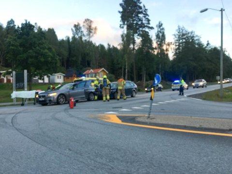 Tre biler kolliderte fredag kveld på Svinesund.