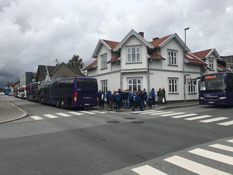 Bussene forlot sentrum ca 15.15.