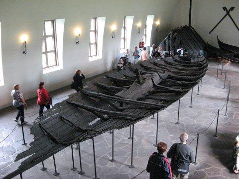 Tuneskipet: Tuneskipet står utstilt i Vikingskipshuset på Bygdøy i Oslo.
