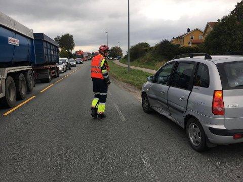 To biler har kollidert. (Foto: Tobias Nordli)