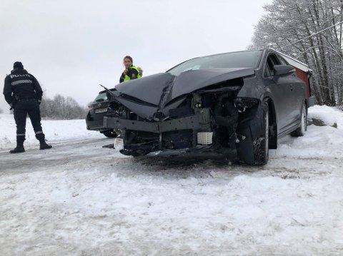 Bilene har fått store materielle skader. (Foto: Vetle Granath Magelssen)