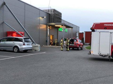 Brannvesenet rykekt ut med to biler etter et branntifelle ved Kiwi på Ålekilene.