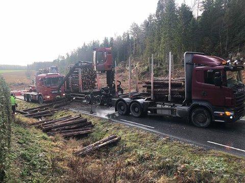 De materielle skadene er små og det er ingen personskader etter at to vogntog kolliderte på Belsbyveien i Varteig.