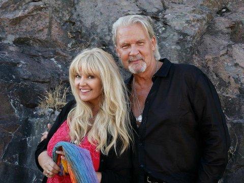 Til Tune kirke: Hanne Krogh tar med seg Jonny Logan til Tune kirke 3. desember.