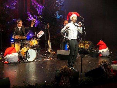 Ekstrashow: Erik-Andre Hvidsten med julekonsert på Sarpsborg Scene i 2017. Med seg, da som i år, hadde han Dan Linden på piano, Hermund Nygård på trommer og Lars Ahgnell på bass.