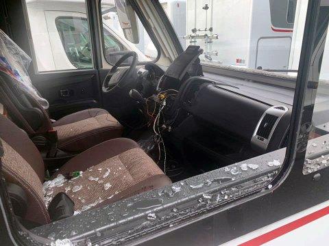 En bobil tilhørende Kingsrød Caravan AS på Borgenhaugen har i natt hatt innbrudd. Tyven har gjort skader for rundt 100.000 kroner for å stjele et stereoanlegg med navigasjon til en verdi av rundt 20.000 kroner.