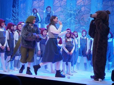 FULLSATT PREMIERE: Det var fulle hus da Villekulla barne- og ungdomsteater inviterte til premiere onsdag kveld. Her er Tuva Grandahl Nilsen i rollen som Sonja.
