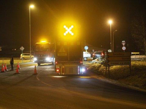 Veien som går ut på 109-veien ble stengt etter at en tilhenger veltet.
