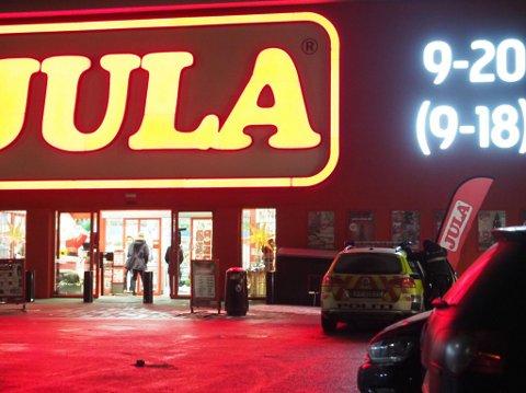 Politiet rykket ut til Jula etter melding om en butikktyv som slo til ansatte.