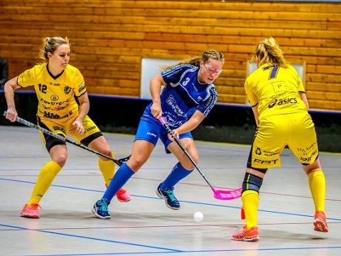 Emilie Sundnes og de andre Sarpsborg Sharks-jentene skal i aksjon i NM-sluttspillet 17. og 18. mars. I løpet av den helgen skal de spille kamper mot Sveiva, Sagene og Gjelleråsen. Kampene spilles i Rommenhallen i Oslo. (Foto: Tobias Nordli)