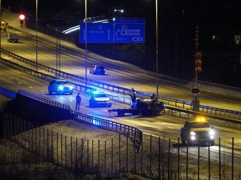 Ulykken har skjedd rett utenfor tunnelen. (Alle bilder: Tobias Nordli)