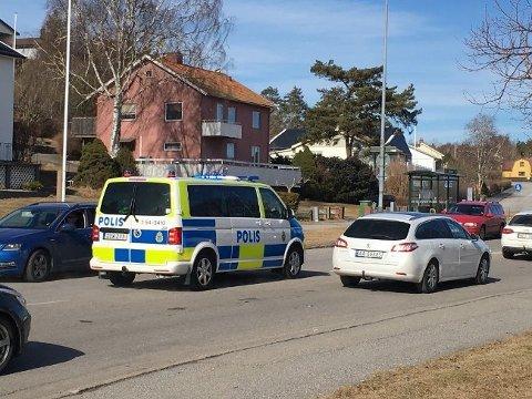 Politi og ambulanse rykket ut etter melding om en påkjørt person på Oslovägen.