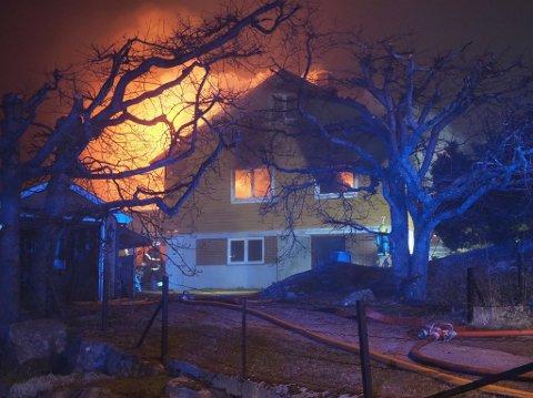 Bolighuset i Skonnertveien var i natt fullstendig overtent.