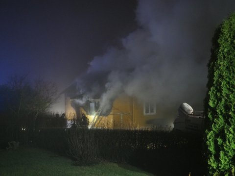 Sarpsborg og Fredrikstad brannvesen angrep brannen fra hver sin side. Sarpingene fra Skonnertveien og Fredrikstad-karene fra Briggveien.