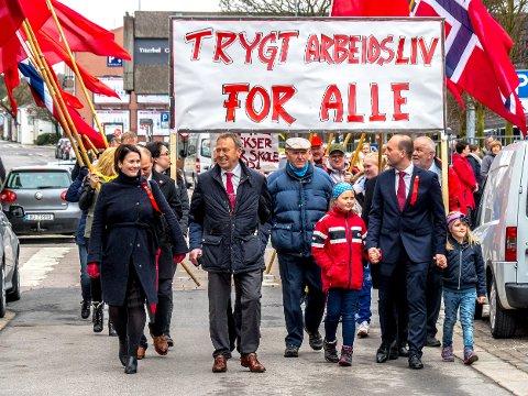 I TOGET: Jan-Egil Pedersen var hovedtaler på 1. mai i år. Her i toget sammen med blant andre Therese Thorbjørnsen og ordfører Sindre Martinsen-Evje.