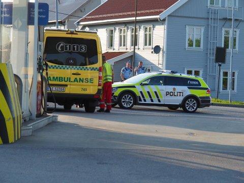 Politi og ambulanse var raskt på stedet og fant personen. (Foto: Tobias Nordli)