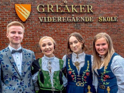 MØNSTERELEVER: Amund Eggen Svandal (fra venstre), Emilie Hellum Johansen, Anna Mathilda Berg og Anniken Falch Hillestad avsluttet VGS knallsterkt.