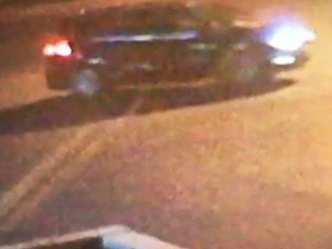 MØRK BIL: Gjerninspersonene kjørte en mørk bil.
