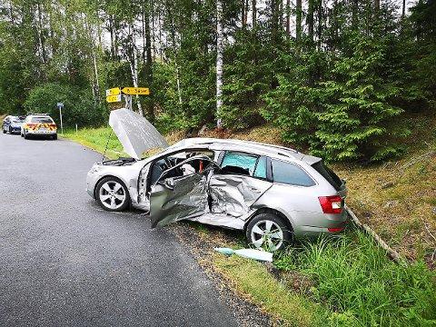 Kvinnen som kjørte bilen er sendt til legevakt for sjekk etter ulykken.