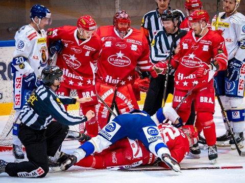 Tannløst: Spartas Herman Kopperud og Stjernens Sander Rønnild tente til et lite sekund. Men bortsett fra det var det lite tenning i tirsdagens lokaloppgjør. (Foto: Thomas Andersen)