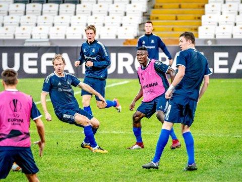 Både Jørgen Strand Larsen, Usman Muhammed, Tobias Heintz og Gaute Vetti startet kveldens kamp i 4. divisjonn. Her fra trening på Vodafone Park i Istanbul.