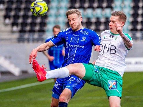 INGEN SUKSESS: Orri Omarsson (til høyre) ble aldri noen suksess i Sarpsborg 08. Her er islendingen avbildet i Hamkam-drakt mot Sarpsborg 08s Alexander Rudd Tveter.