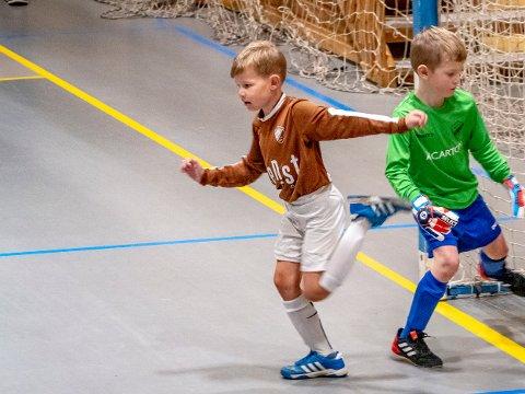 MÅLTYV: Her har Amadeus akkurat scoret et mål. Han forter seg hjemover på banen for å juble med lagkompisene.