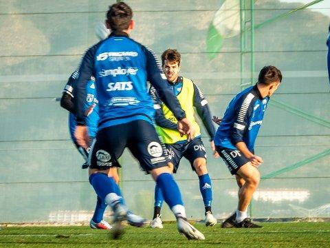 TRENING: Joachim Thomassen og resten av Sarpsborg 08-troppen er på plass i Spania for årets første treningsleir. Onsdag gjennomførte de sin første treningsøkt i Benidorm. Du kan se Sarpsborg 08s treningskamper direkte på Vestby Avis. (sveip for flere bilder)