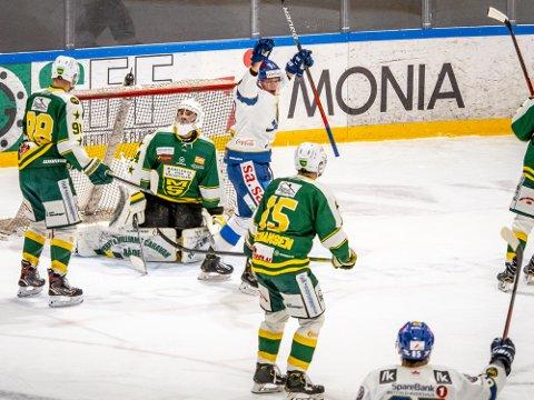 Jubler: Christoffer Karlsen jublet etter at han har scoret et av sine åtte mål i sesongen. Her er det mot Manglerud Star han scoret.