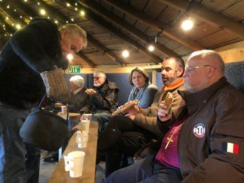 LAVVO: Det var duket for både kaffe og attåt i lavvoen til Gundersen Galvano i forrige uke.