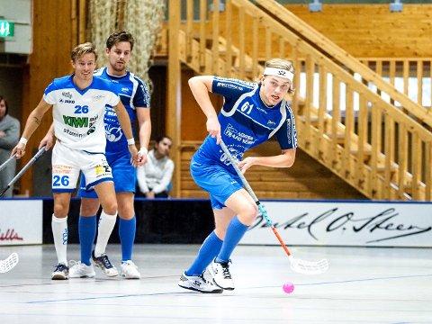 SIKRET SEIEREN: Fredrik Gjødalstuen scoret kampens to siste mål da Sarpsborg slo Fredrikstad 6-3 på lørdag. I bakgrunnen står Lasse Schie, og det var han som sto for de målgivende pasningene ved begge Gjødalstuens scoringer.