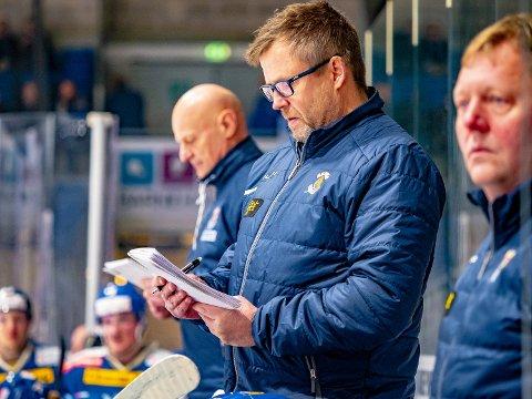 VIKTIGE POENG: Vanligvis er Sjur Robert Nilsen og Spartas trenerteam opptatt av lagets prestasjon, men etter kampen mot Grüner innrømmet Sparta-treneren at det kun var tre poeng det dreide seg om.