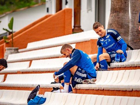 Første trening: Kristoffer Zachariassen og Sarpsborg 08s spiller Steffen Lie Skålevik gjør seg klare for første trening på Marbella.