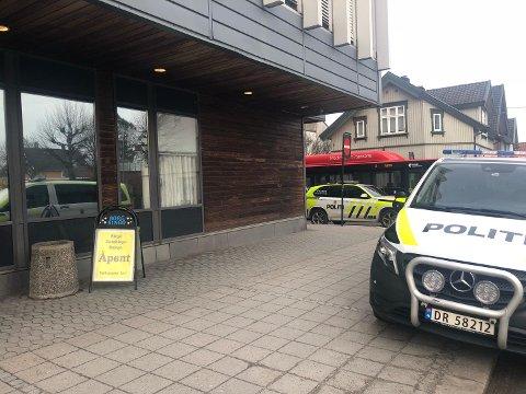 De to som er tiltalt for å ha ranet Borg Bingo i gågata i slutten av februar i fjor, erkjente begge straffskyld da rettssaken mot dem startet i Sarpsborg tingrett onsdag morgen.