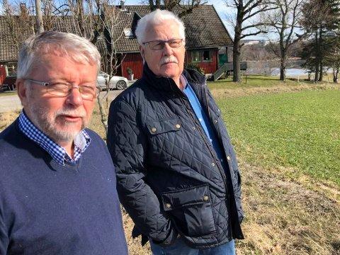 PROTESTER: Jan W. Damsleth og Svein Haugen er blant dem som protesterer kraft mot planene om næringsutbygging på Domberg-feltet. En området på 92 mål bestående av dyrket mark og beite.