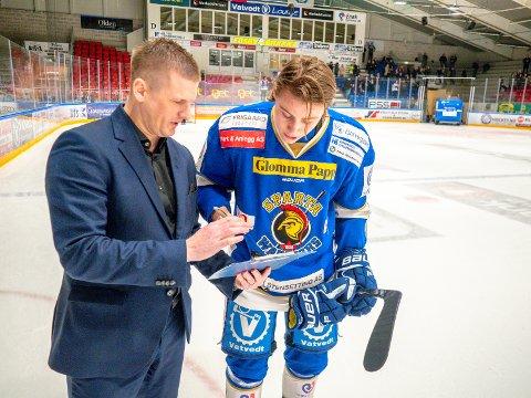 NY KONTRAKT: Emil Martinsen Lilleberg signerte en ny kontrakt med Sparta tirsdag. Det er daglig leder Daniel Björnberg glad for.