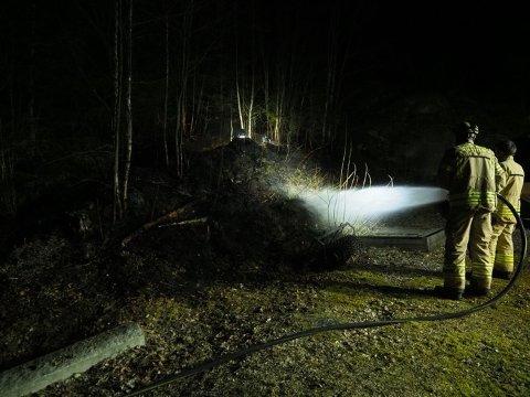 BRANN: Brannvesnet har slukket markbrannen i Ullerøy.