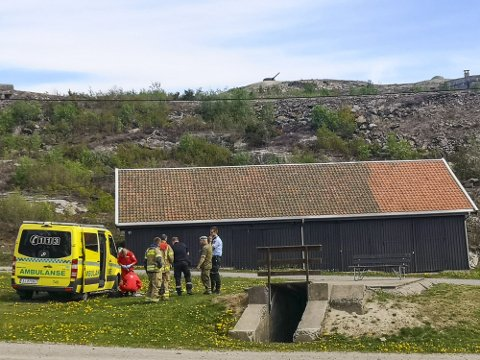 Nødetatene har rykket ut til Mysen etter å ha fått melding om et uhell i forbindelse med avfyring av 17. mai-salutt. Én person skal være skadd i ulykken.