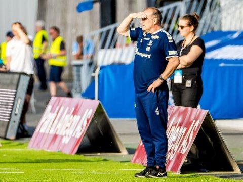 Tung tid: Sarpsborg 08s hovedtrener Geir Bakke og hans spillere sliter med poengfangsten så langt i våres. Nå er de på kvalifiseringsplass, mener hovedtreneren er ikke teama i klubben.