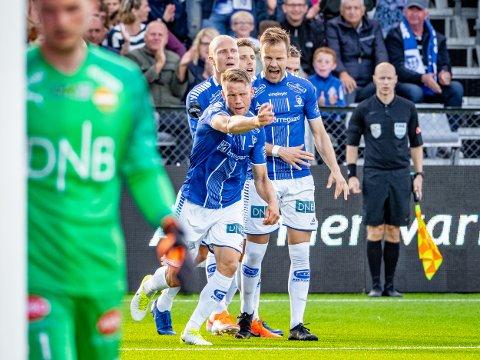 JUBEL: Ole Jørgen Halvorsen jubler for 1-0 og blir gratulert av Nicolai Næss, Lars Jørgen Salvesen og Kristoffer Zachariassen.