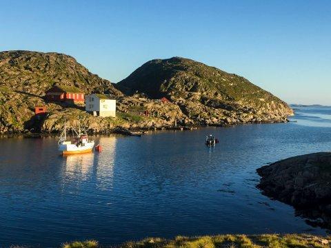 Valvær  20180709. Sommervær langs Helgelandskysten. Her fra fiskeværet Valvær. Foto: Kristin Aanensen / NTB Scanpix