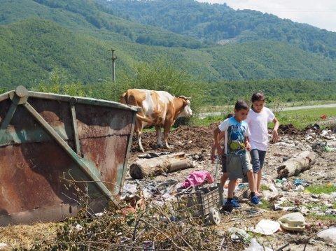 GJORDE INNTRYKK: Å se barna på søppeldynga som leter etter mat satt dype spor hos Frank Solvang.