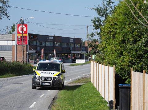 Politi og ambulanse rykket mandag formiddag ut etter melding om en voldshendelse på Greåker.