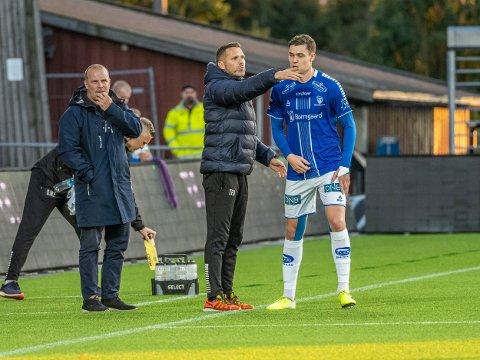 Alle muligheter: Sarpsborg 08s assistenttrener Tom Freddy Aune i samtale med Jørgen Strand Larsen, har god tro på nye tre poeng.