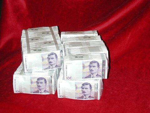 UTGÅR: De gamle 1000-lappene går ut på dato 14. november. Du kan også sende dem til Norges Bank.