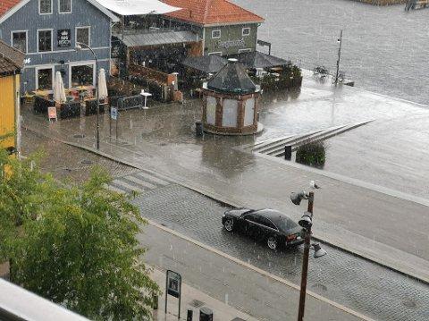 NEDBØR: Været i årets siste måned avviker kraftig fra normalen, forteller Meteorologisk institutt.