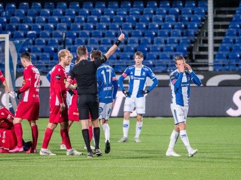 Sarpsborg 08 måtte fullføre onsdagens kamp mot Sandefjord med ti spillere, etter at Ole Jørgen Halvorsen fikk sitt andre gult kort tidlig i 2. omgang. Kampen endte 0-0, men det ene poenget her var nok til å sikre en plass i eliteserien også i 2021. (Foto: Jesper Malthus-Andersen)