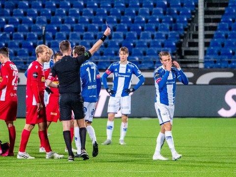 UTVIST: Her har Ole Jørgen Halvorsen fått sitt andre gule kort og fikk dermed rødt kort i kampen mot Sandefjord.